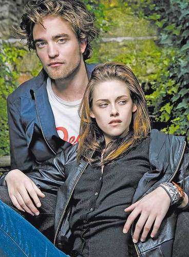 Robert Pattinson & Kristen Stewart 壁纸 probably with a well dressed person, an outerwear, and a portrait titled Rob & Kristen
