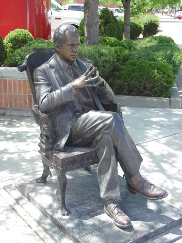 Statue of Nixon