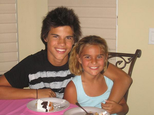 Taylor Lautner achtergrond probably containing a coffee break, a dinner, and a avondeten, diner tafel, tabel entitled Taylor and his little sister!