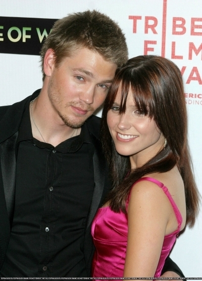 Brucas photos Chad-Sophia-chad-michael-murray-3789198-400-556