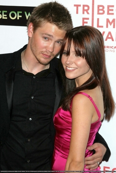 Brucas photos Chad-Sophia-chad-michael-murray-3789199-400-594