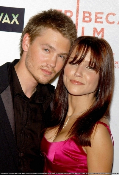 Brucas photos Chad-Sophia-chad-michael-murray-3789201-400-585