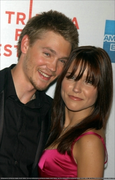 Brucas photos Chad-Sophia-chad-michael-murray-3789203-400-626