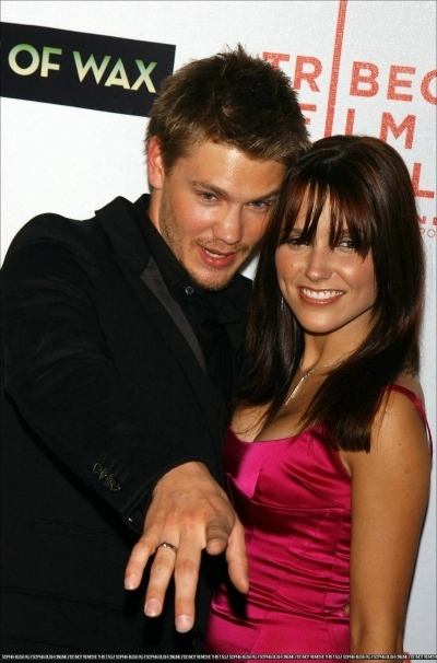 Brucas photos Chad-Sophia-chad-michael-murray-3789204-400-606