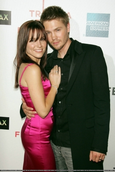 Brucas photos Chad-Sophia-chad-michael-murray-3789215-400-596