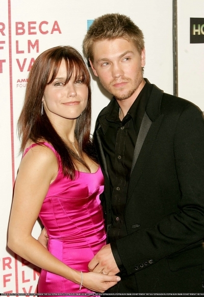 Brucas photos Chad-Sophia-chad-michael-murray-3789217-400-581