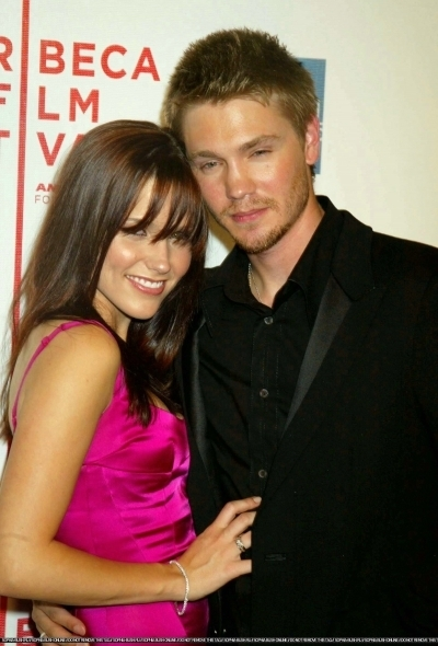 Brucas photos Chad-Sophia-chad-michael-murray-3789218-400-590