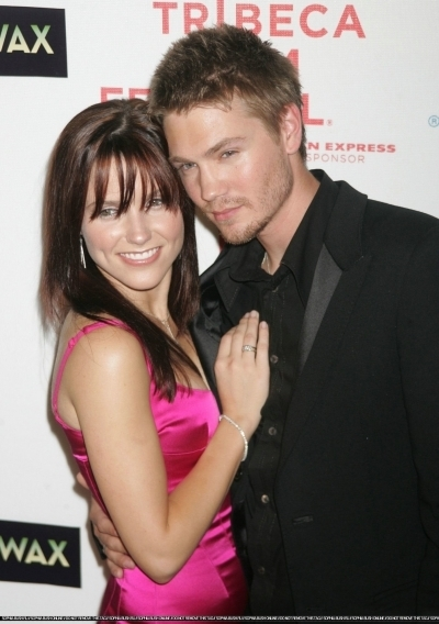 Brucas photos Chad-Sophia-chad-michael-murray-3789220-400-568