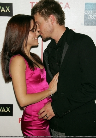Brucas photos Chad-Sophia-chad-michael-murray-3789221-400-572