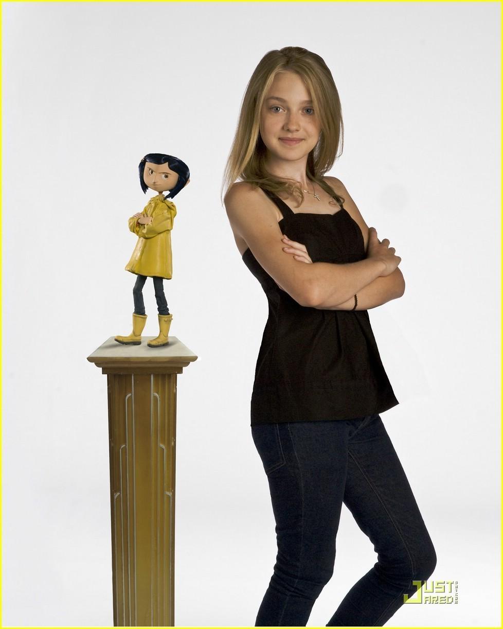 http://images2.fanpop.com/images/photos/3700000/Coraline-Photoshoot-dakota-fanning-3747812-978-1222.jpg