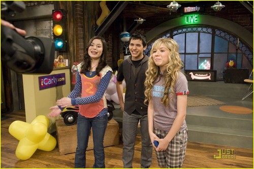 iCarly wolpeyper possibly containing a kalye titled David Archuleta on iCarly