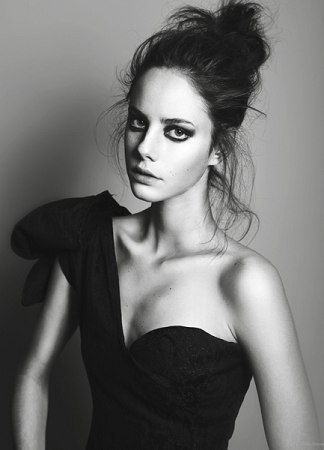 Effy Stonem Обои possibly containing a коктейль dress entitled Effy Stonem