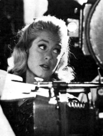 Elizabeth On The Set