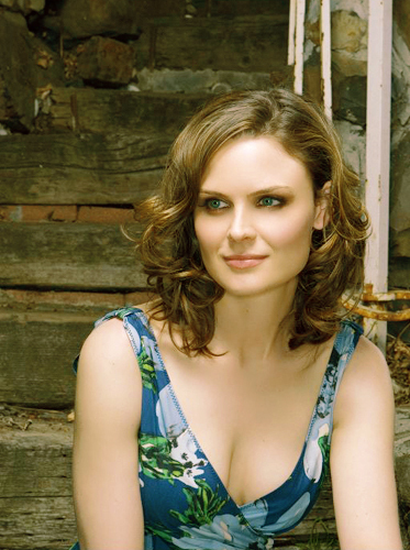 Emily Deschanel-Bones