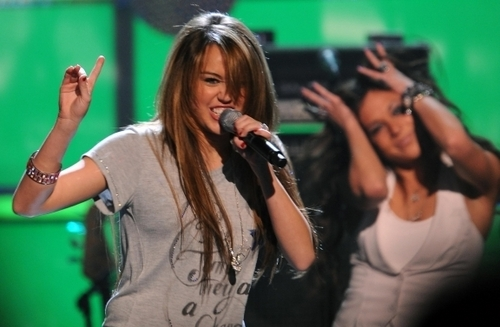 Miley Cyrus - 19.01.09 Kids' Inaugural: We Are The Future 음악회, 콘서트