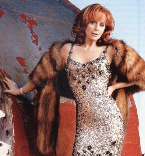 Reba McEntire wallpaper possibly containing a fur coat titled Reba
