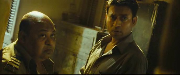 opening title sequence of slumdog millionaire A famous sequence from the film, a 12-minute police chase through the crowded dharavi slum, is mimicked by danny boyle in the opening scene of slumdog millionaire, where truant slum-kids take the place of black friday's militants.