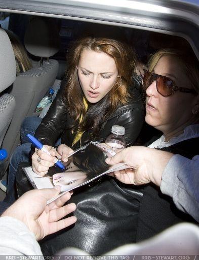 Sundance Candids '09 - Kristen Stewart 393x512