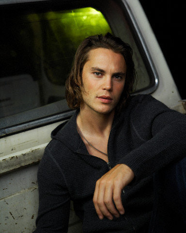 Taylor Kitsch Hintergrund probably containing an automobile called Taylor Kitsch