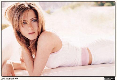Jennifer Aniston wallpaper containing a portrait and skin entitled Jen <3