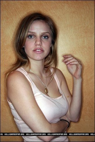 Kelli Garner kertas dinding probably containing attractiveness, a portrait, and skin entitled Kelli