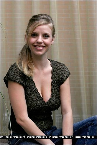 Kelli Garner 壁紙 probably with a portrait titled Kelli