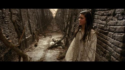 Labyrinth Hintergrund with a chainlink fence titled Movie Screencaps