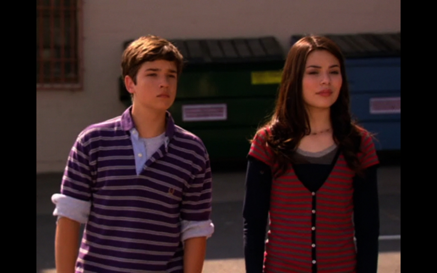 icarly dating freddie Hold your sauce freddie and sam are officially together, but involve carly in every single fight meanwhile, gibby's on a mission to break them up, carly starts dating a super smart guy, and the gang create a web feed that ends up shutting down icarly.