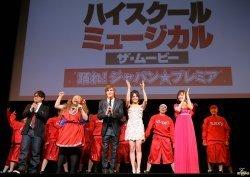 Zanessa at Tokyo Premiere Zanessa-Tokyo-Premiere-zac-efron-and-vanessa-hudgens-3838464-250-177