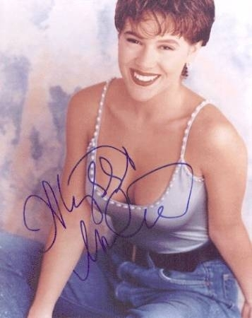 Alyssa Milano kertas dinding possibly containing attractiveness, a portrait, and skin titled Alyssa Milano