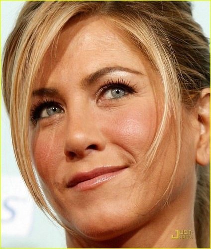 Jennifer Aniston @ He's Just Not That Into Ты Premiere