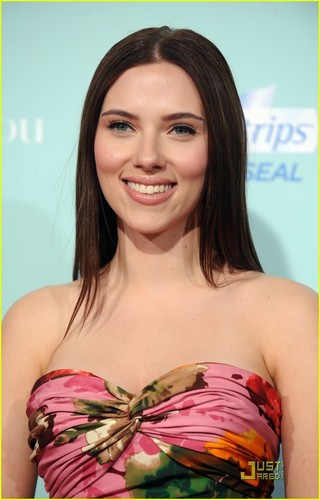 Scarlett Johansson @ He's Just Not That Into toi Premiere