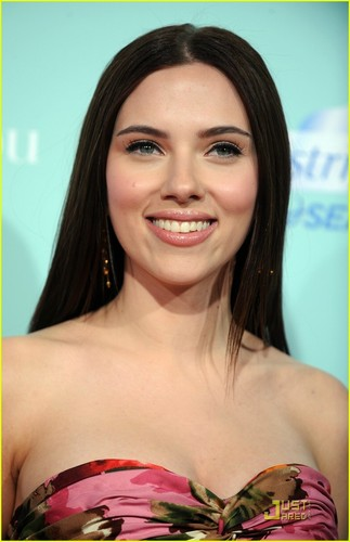 Scarlett @ The Premiere of He's Just Not That Into Du
