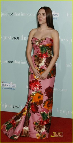 Scarlett @ The Premiere of He's Not That Into आप
