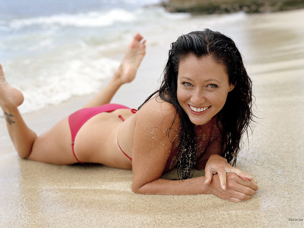 http://images2.fanpop.com/images/photos/3900000/Shannon-Doherty-shannen-doherty-3991142-1024-768.jpg