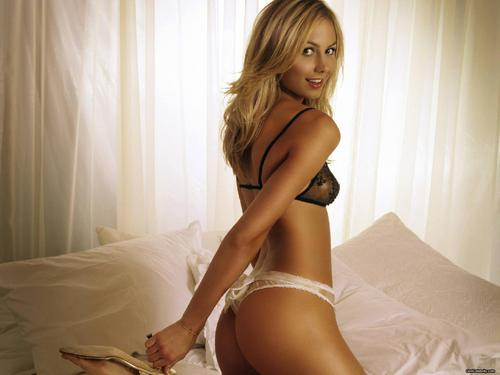 Diva WWE kertas dinding probably with skin called Stacy Keibler