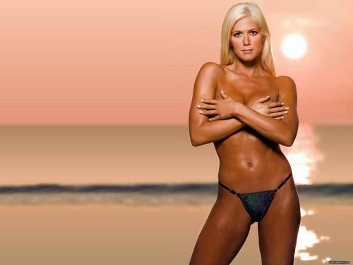 wwe divas fondo de pantalla probably containing skin entitled Torrie Wilson