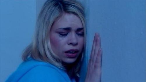 Rose Tyler wallpaper with a portrait called 2x13 Doomsday Screencap [Rose Tyler]