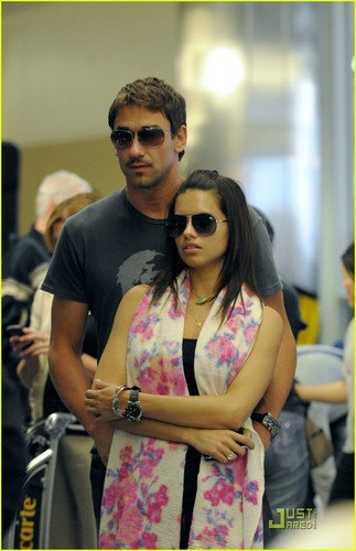 Adriana Lima achtergrond containing sunglasses titled Adriana & Her Fioncé @ LAX