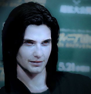 Mafuatano ya Twilight karatasi la kupamba ukuta probably containing a portrait titled Ben Barnes as Aro