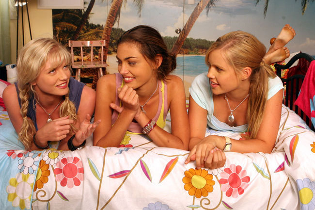 Girls are together - cariba-heine-and-phoebe-tonkin