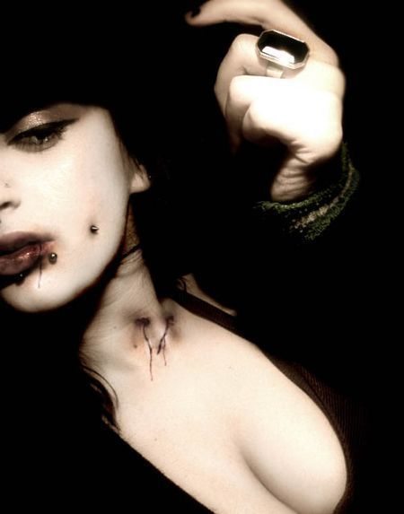 http://images2.fanpop.com/images/photos/4000000/Vampire-vampires-4076281-450-573.jpg