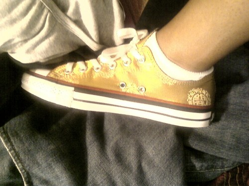 gOLD CHUCKS - converse Photo