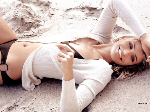 cameron diaz wallpaper containing skin titled Cameron Diaz
