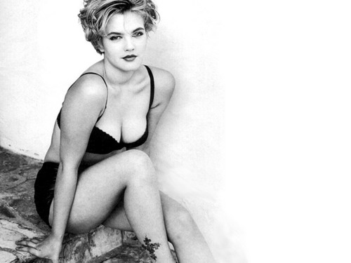 Drew Barrymore پیپر وال containing skin entitled Drew Barrymore