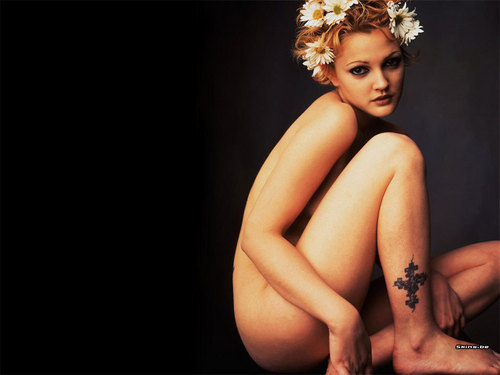 Drew Barrymore wallpaper possibly containing skin titled Drew Barrymore