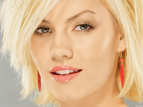 Elisha Cuthbert wallpaper with a portrait entitled Elisha Cuthbert