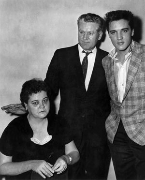 Elvis,his mum Gladys and his dad Vernon - elvis-presley photo