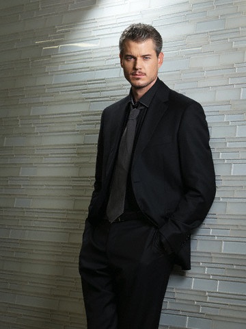 Eric Dane 壁紙 containing a business suit, a suit, and a three piece suit called Eric