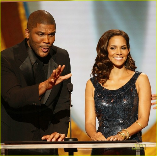 Halle @ 2009 NAACP Image Awards